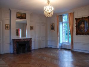Salon de réception pour mariages ou événements professionnels au château de Beaulieu à Pécy