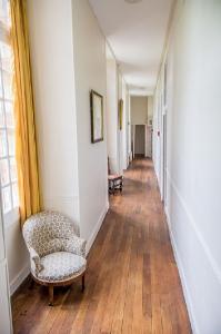 Couloir 1er étage du château de Beaulieu avec couchages pour vos réceptions